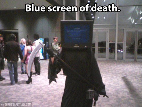 funny-blue-screen-computer-costume
