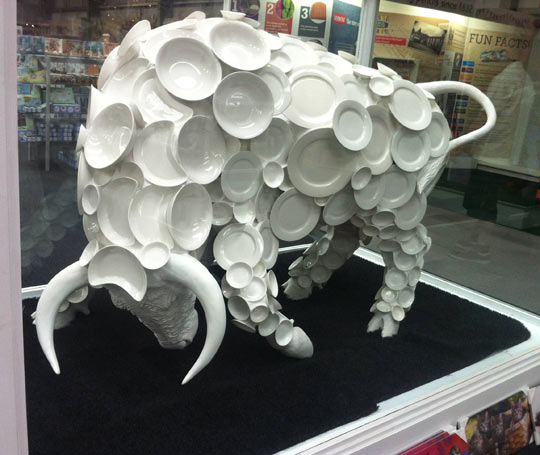 funny-bull-dish-shape-China