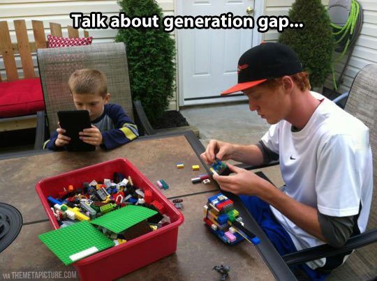 funny-generation-gap-play-videogame-LEGOS
