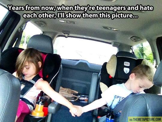 funny-kids-cars-hand-love