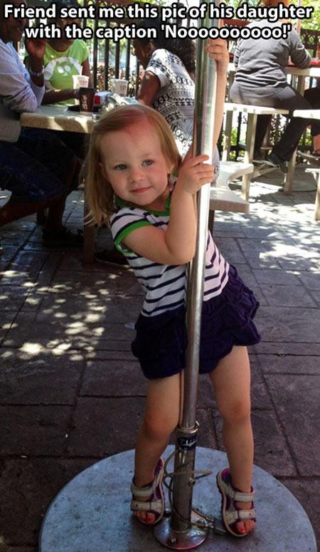 funny-little-girl-dance-restaurant