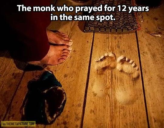 funny-monk-prayed-12-years-same-spot