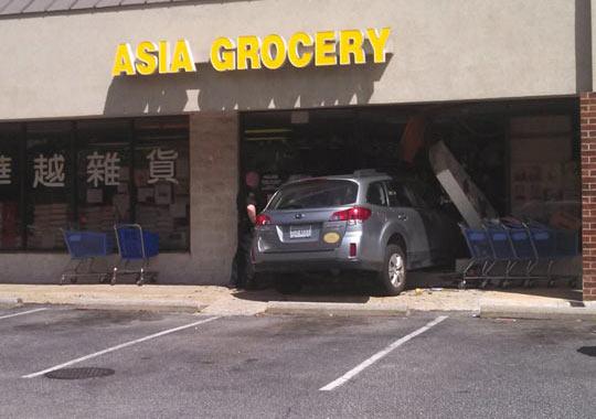 funny-Asian-grocery-car-crash