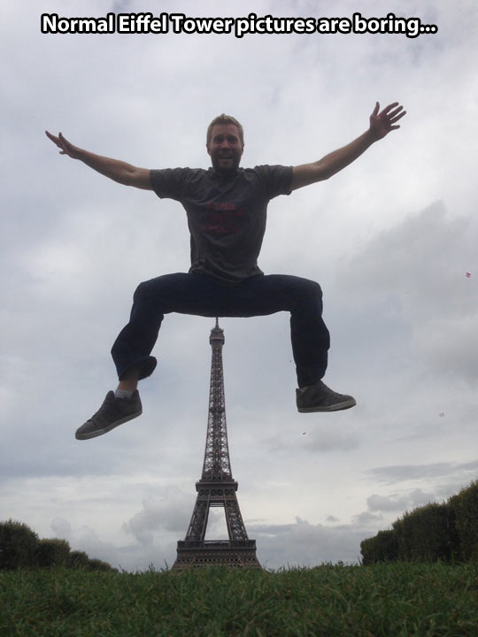 funny-Eiffel-Tower-pictures-jumping