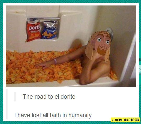funny-man-bathtub-Doritos