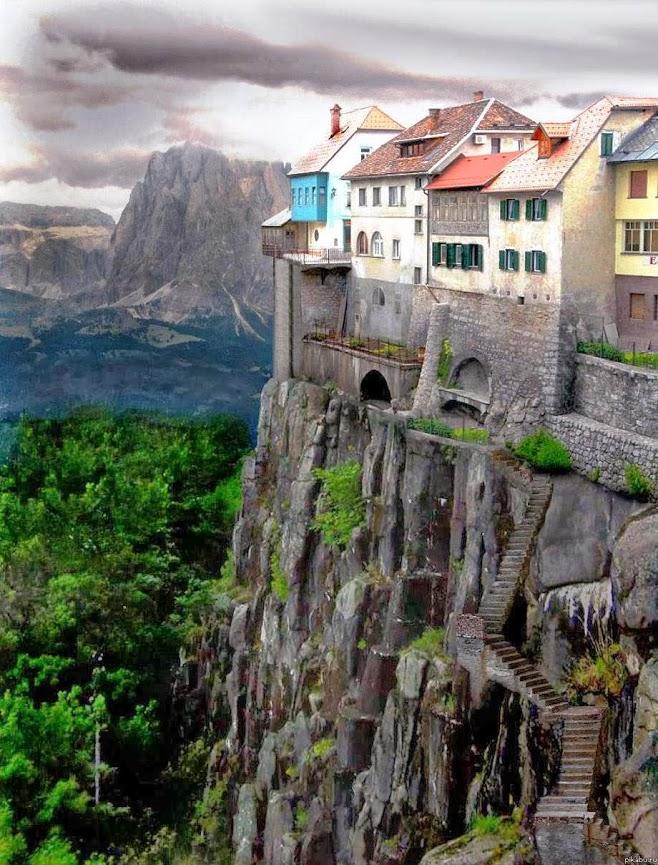 CLIFFSIDE DWELLINGS OF RONDA SPAIN