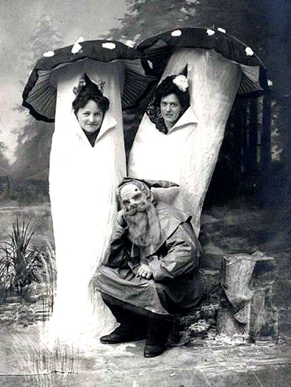 Creepy Vintage Halloween Costumes — 11