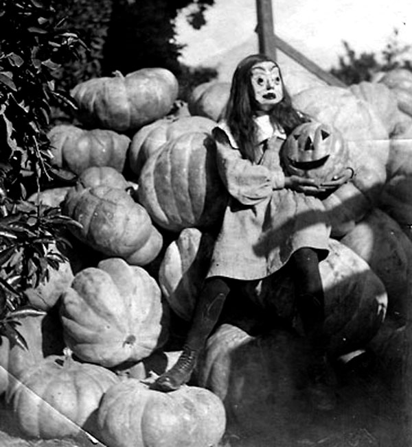 Creepy Vintage Halloween Costumes — 14