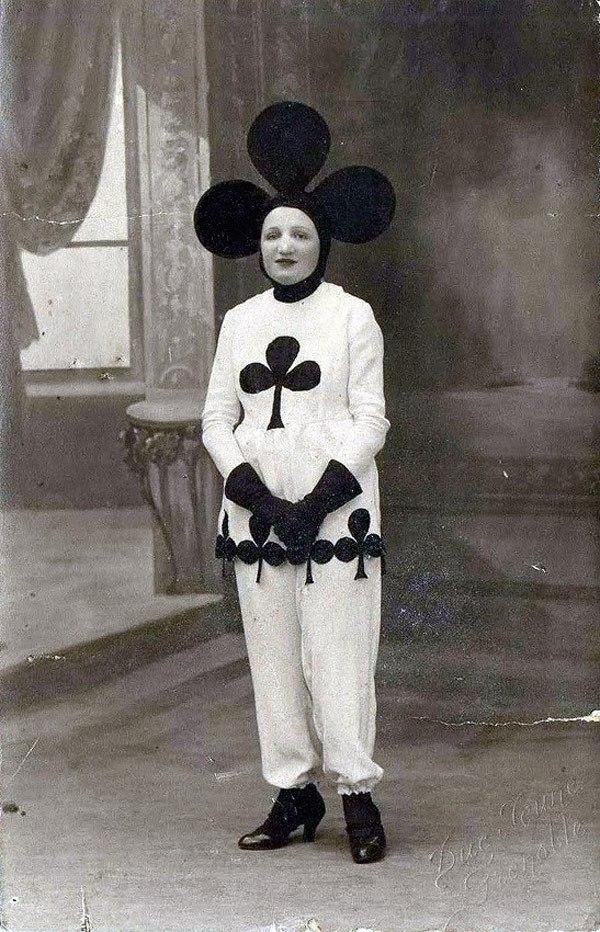 Creepy Vintage Halloween Costumes — 15