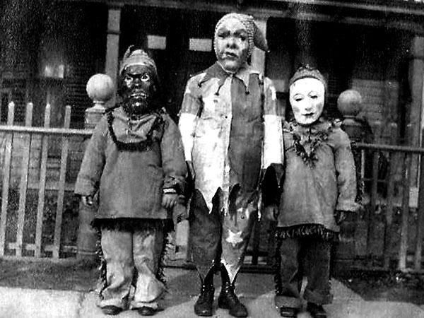 Creepy Vintage Halloween Costumes — 16