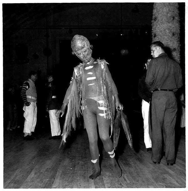 Creepy Vintage Halloween Costumes — 21