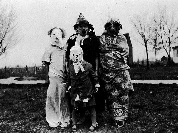 Creepy Vintage Halloween Costumes — 26