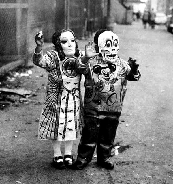 Creepy Vintage Halloween Costumes — 8