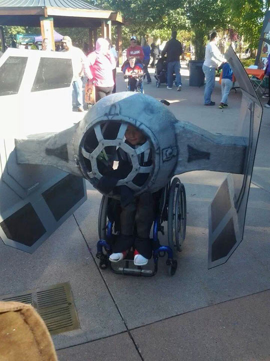 cool-kid-wheelchair-costume-Star-Wars-ship