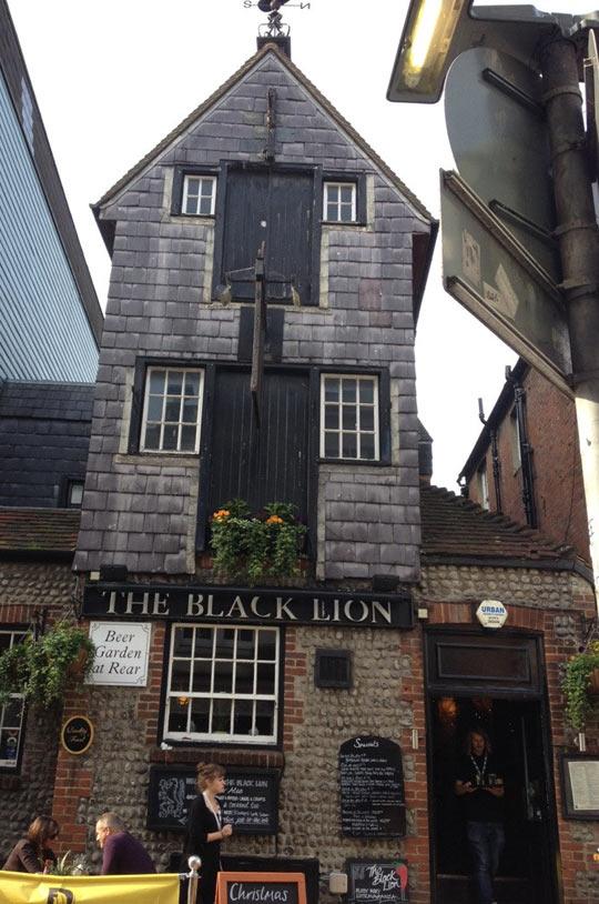 funny-Black-Lion-pub-Brighton
