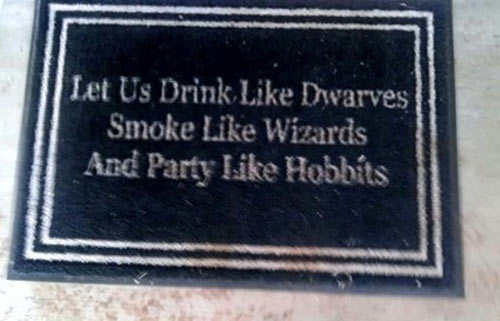 funny-doormat-party-Hobbits-drink
