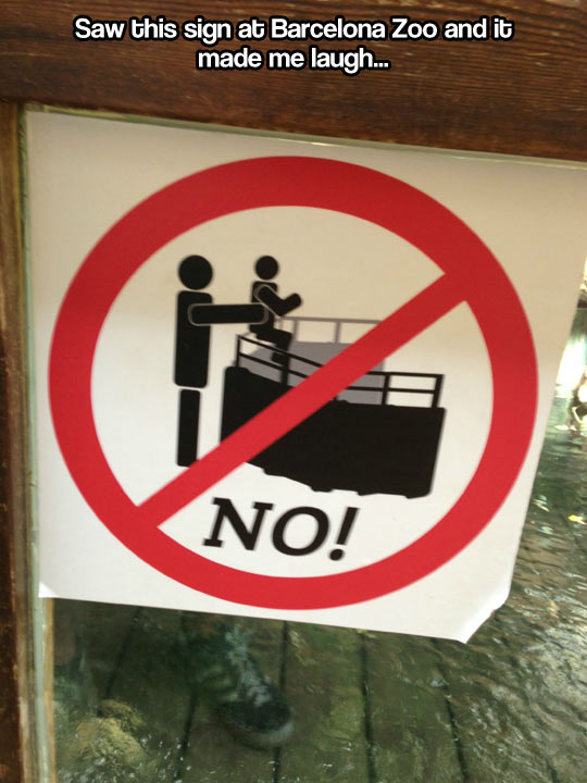 funny-sign-dad-son-zoo-throwing