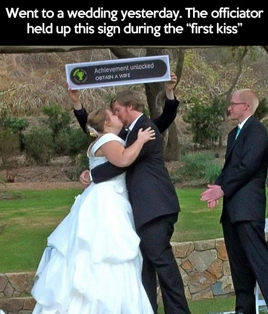 funny-wedding-kiss-bride-groom-game