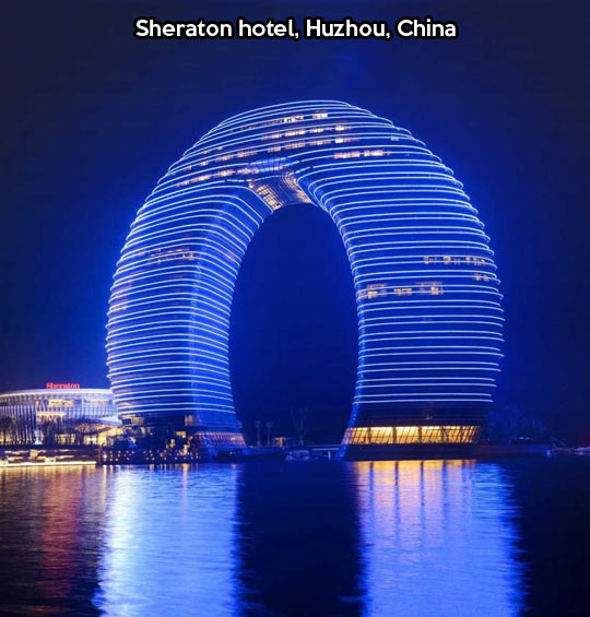 cool-hotel-Sheraton-China-sea-ligths