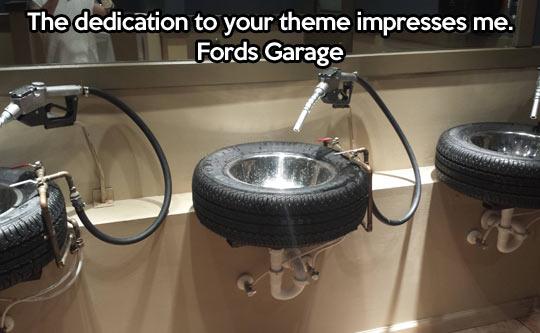 funny-Ford-bathroom-design-wheel