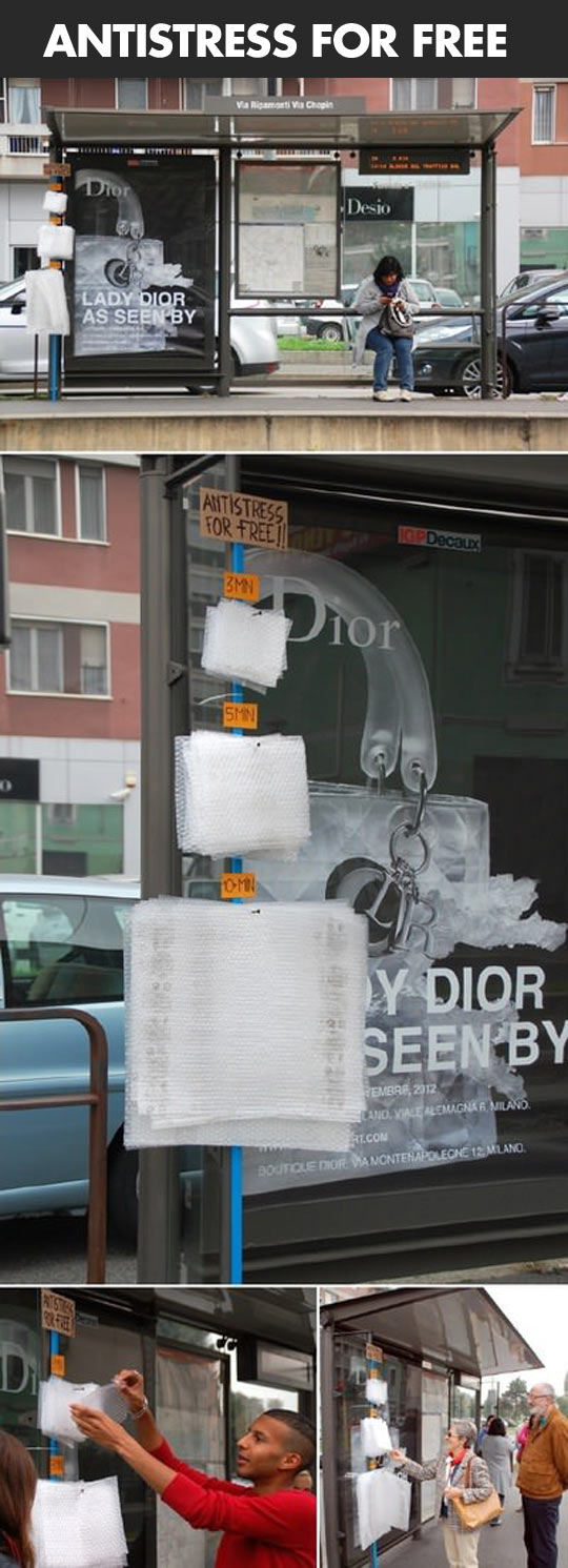 funny-bubble-wrap-bus-shelter-street