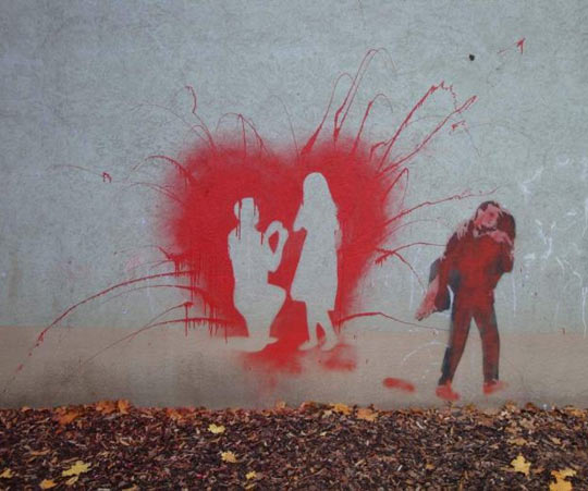funny-graffiti-love-wall-couple