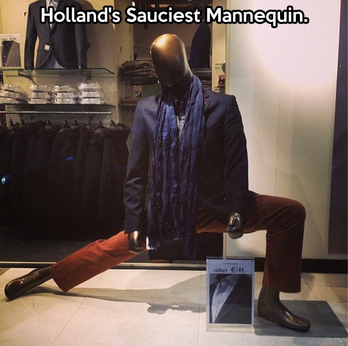 funny-mannequin-stretching-store