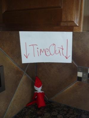 21 Super Clever Elf on a Shelf Ideas12