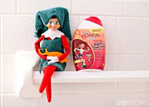 21 Super Clever Elf on a Shelf Ideas3