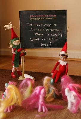 21 Super Clever Elf on a Shelf Ideas7