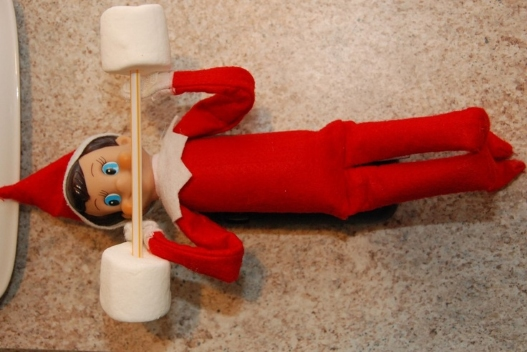 21 Super Clever Elf on a Shelf Ideas8