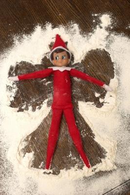 21 Super Clever Elf on a Shelf Ideas9