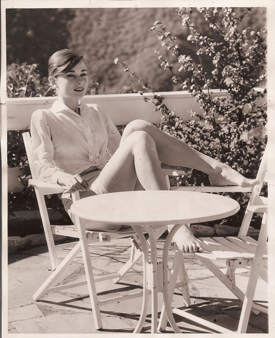 Funny-Audrey-Hepburn-table-chair-deck-picture