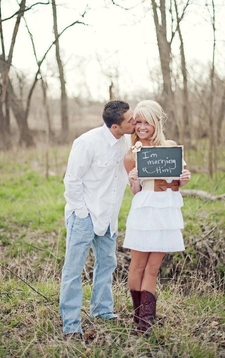 Some Awesomely Bad Engagement Photos (19 pics)18
