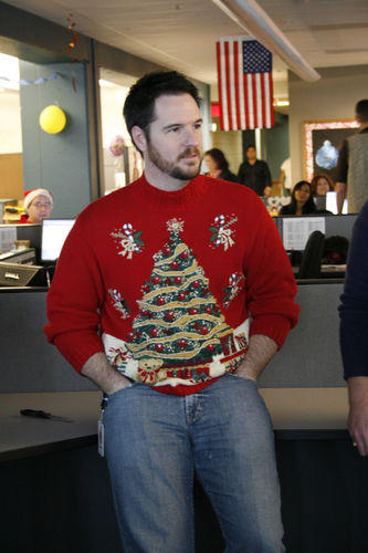 Ugliest Christmas Sweaters You'll Ever See (13 Pics)4