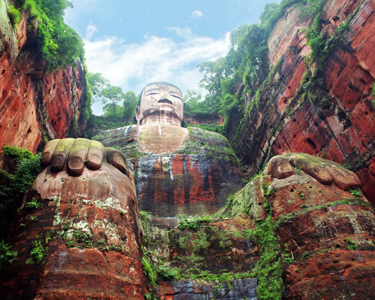 cool-giant-Buddha-Leshan-Sculpture