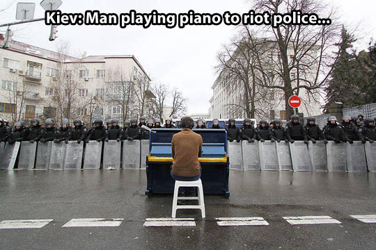 cool-man-playing-piano-Kiev-police