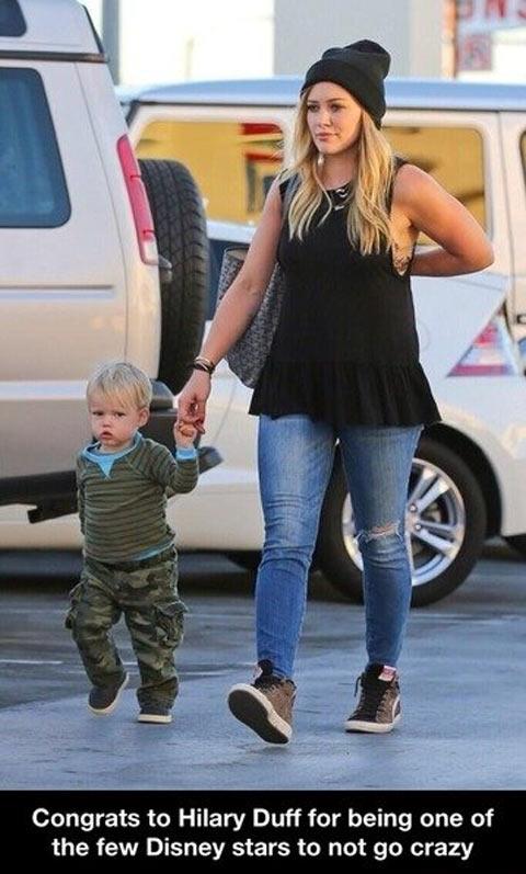funny-Hilary-Duff-kid-parking-Disney-stars