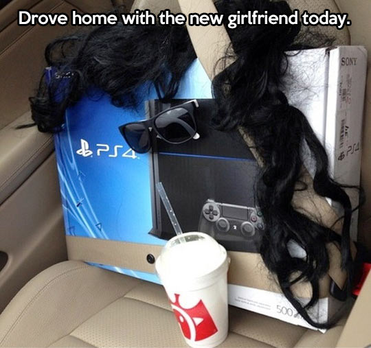 funny-Play-Station-4-car-girlfriend