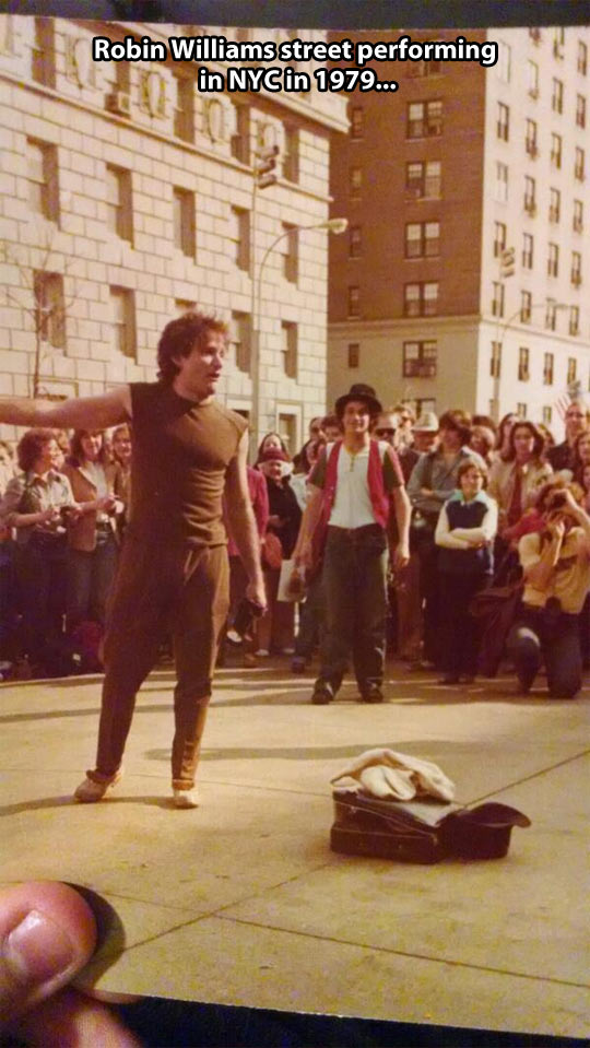 funny-Robin-Williams-street-performance-New-York-City