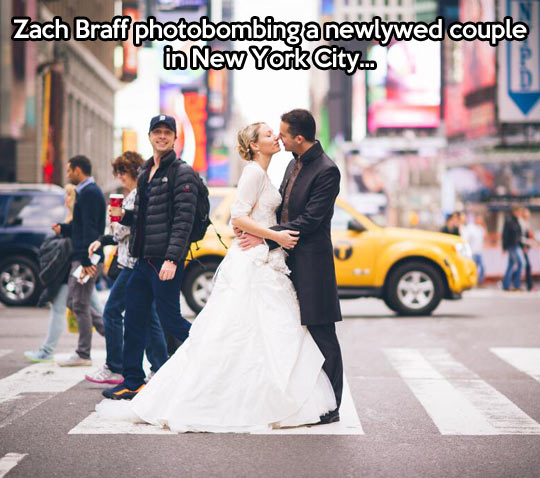 funny-Zach-Braff-photobomb-couple-marriage