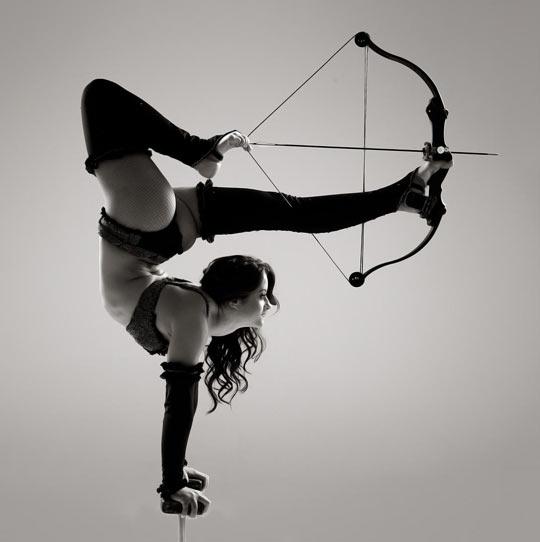 funny-girl-bow-arrow-feet