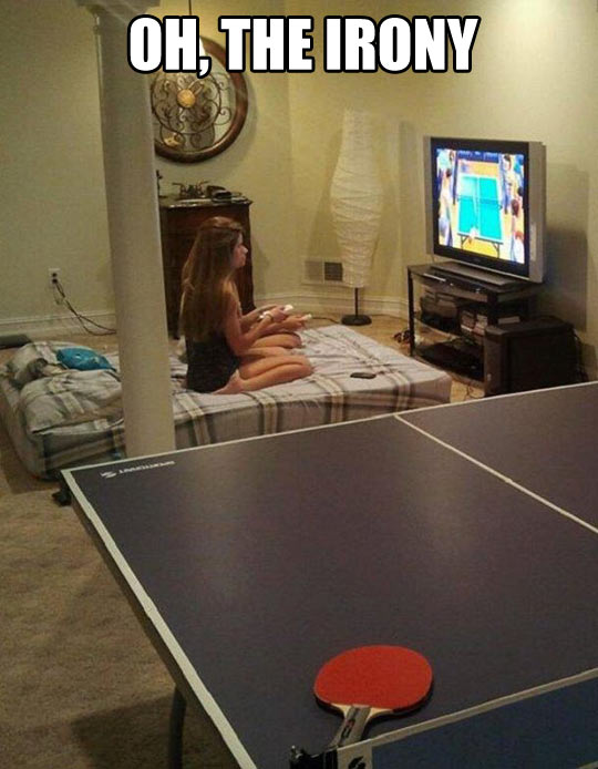 funny-girls-playing-Wii-ping-pong