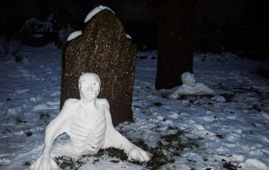 funny-graveyard-snowmen-snow-man