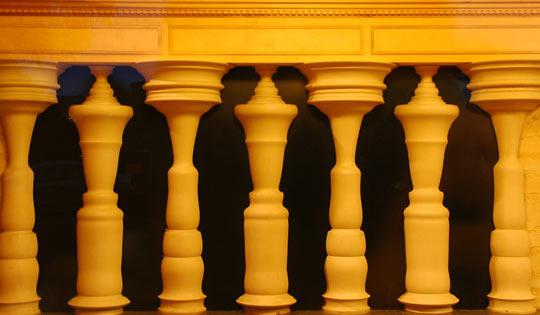 funny-silhouette-columns-building-design