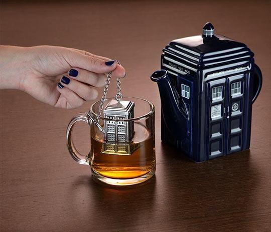 funny-tea-Tardis-teapot-Doctor-Who