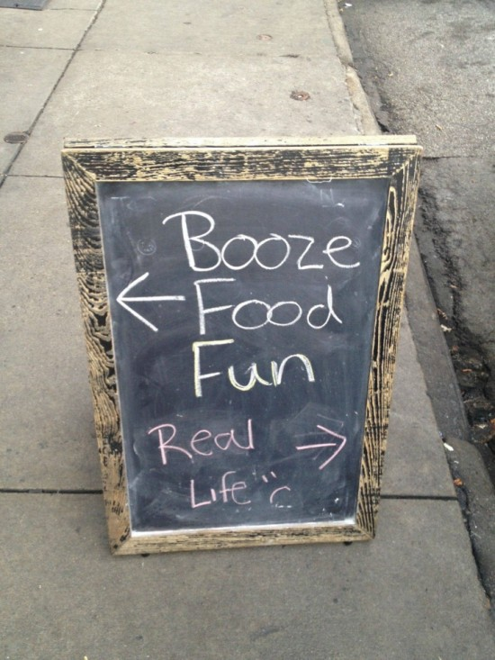 10-Funny-And-Creative-Cafe-Boards-003-550x733