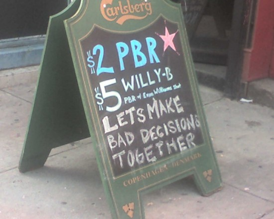 10-Funny-And-Creative-Cafe-Boards-006-550x439