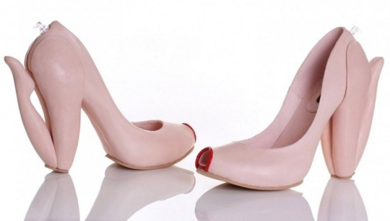 11-Hilarious-Shoes-That-Will-Make-Your-Day-006-550x312