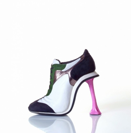 11-Hilarious-Shoes-That-Will-Make-Your-Day-007-550x559
